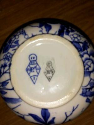 showing how it is stamped on bottom - Blue & White pot  with TWO diamond registration marks