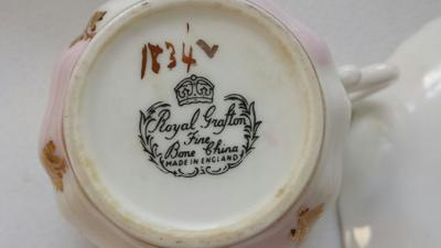 Royal Grafton teacup mark showing gold painted 1834 L