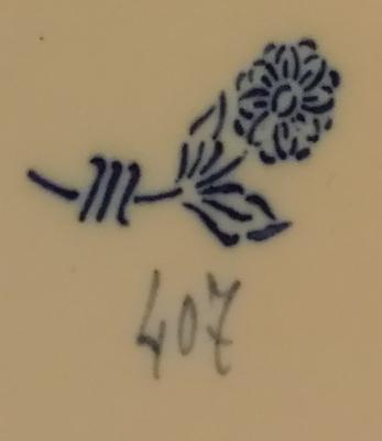Flower with two leaves and three stripes markin on what looks like an Oriental plate please