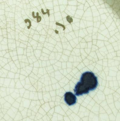 Close up of the exlamation mark and crazing on the Imari Teapot