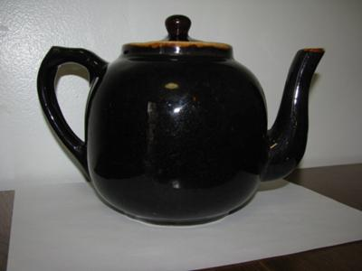 main pic of teapot -  a Brown Betty?